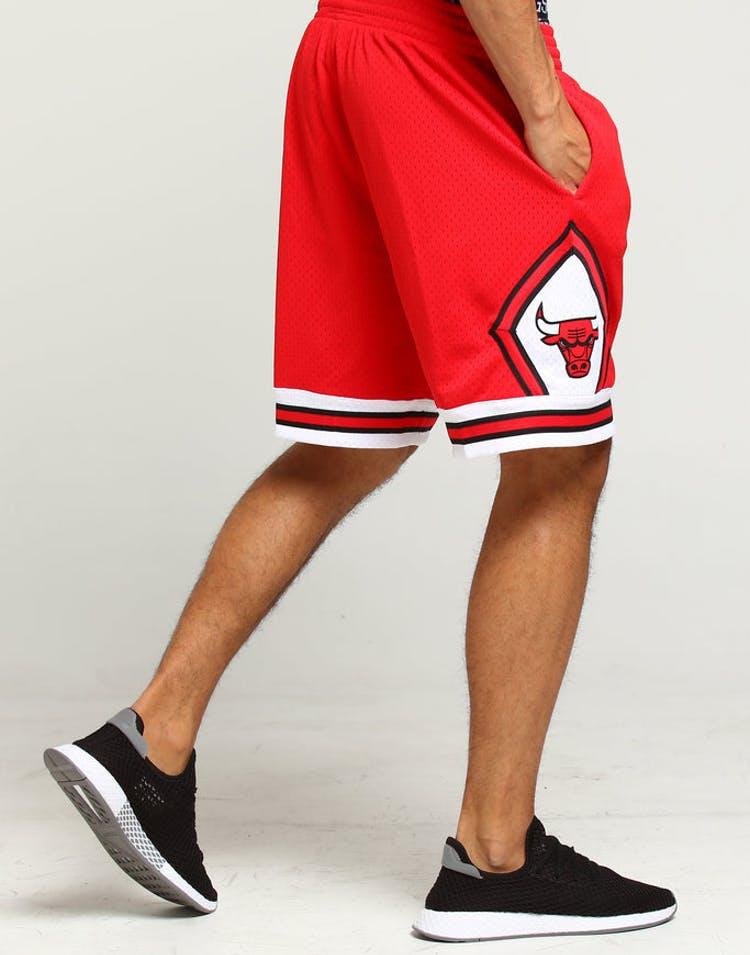 c660cf0d27aa1e Mitchell   Ness Chicago Bulls 97 98 Swingman Shorts Red – Culture Kings