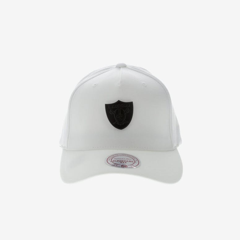 b7c0afde563 Mitchell   Ness Metal Badge Oakland Raiders 110 Snapback White – Culture  Kings