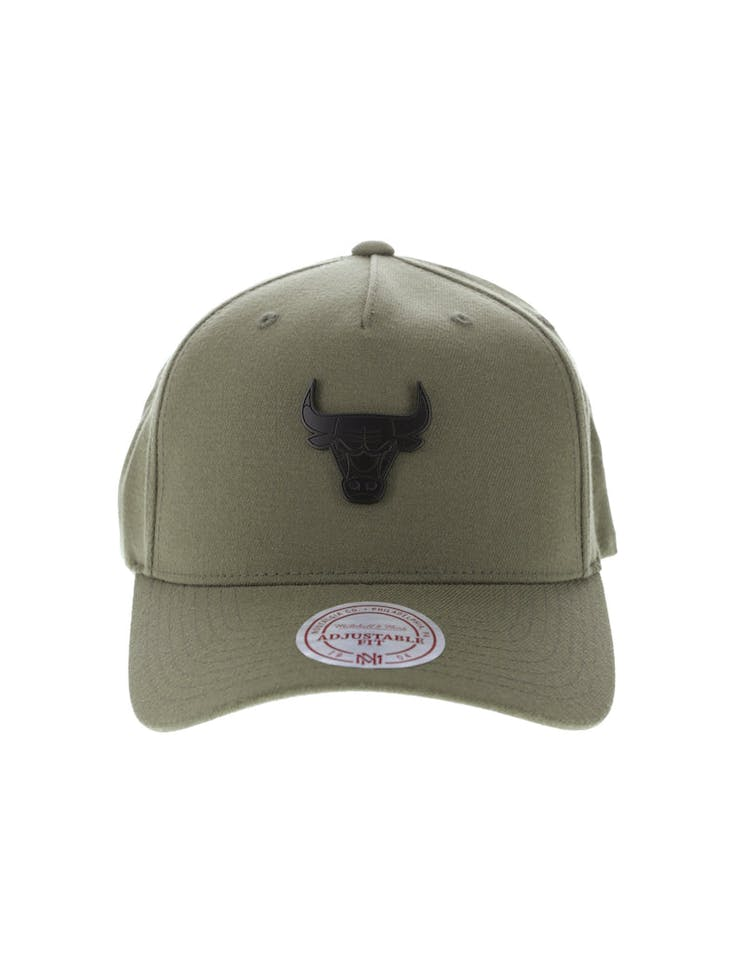 0ca295e2a87 Mitchell & Ness Metal Badge Chicago Bulls 110 Snapback Army Green – Culture  Kings