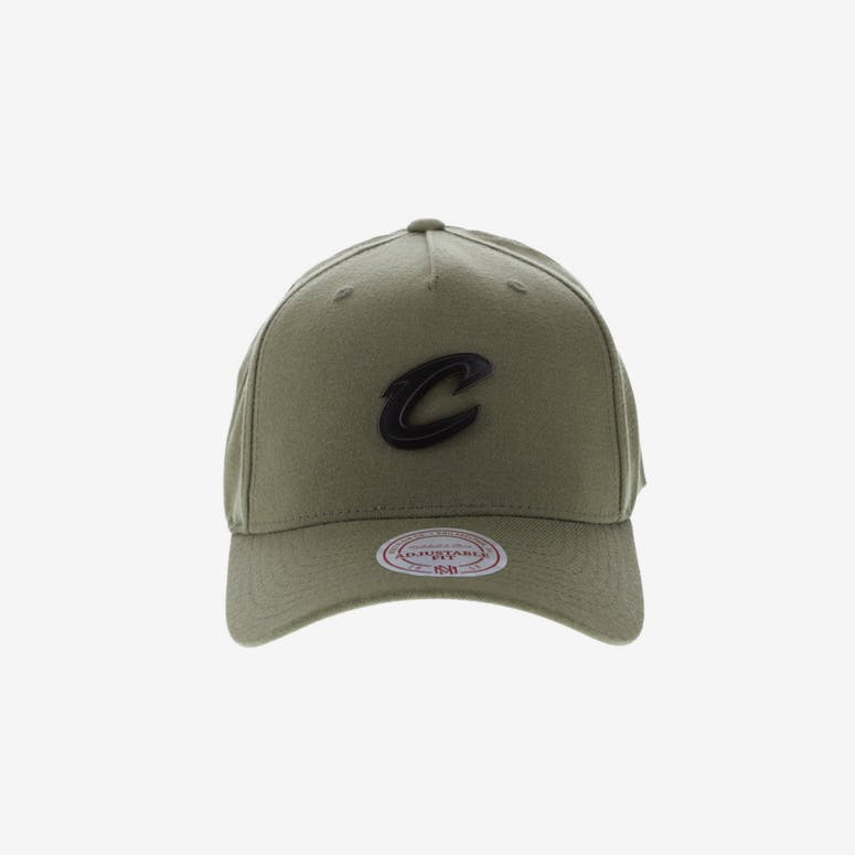 62ac8a2e8ad Mitchell   Ness Metal Badge Cleveland Cavaliers 110 Snapback Army Gree – Culture  Kings