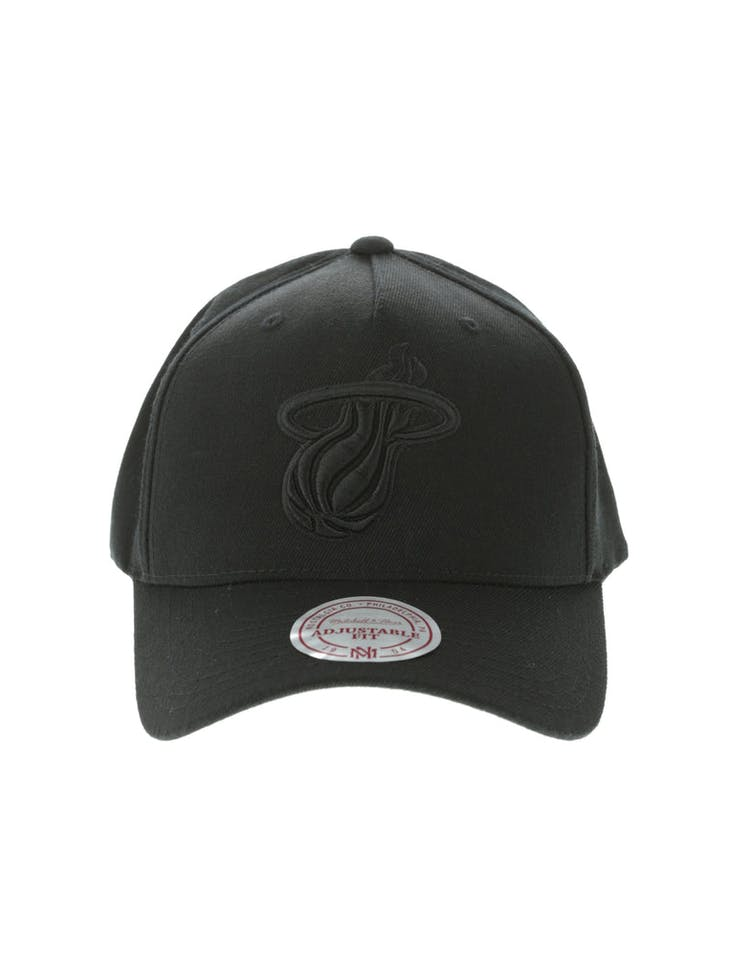 best sneakers b38f0 5a2a6 Mitchell   Ness Miami Heat 110 Pinch Snapback Black – Culture Kings