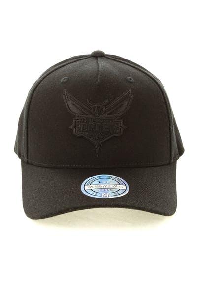 74fdb6fba Mitchell & Ness Charlotte Hornets 110 Snapback Black On Black