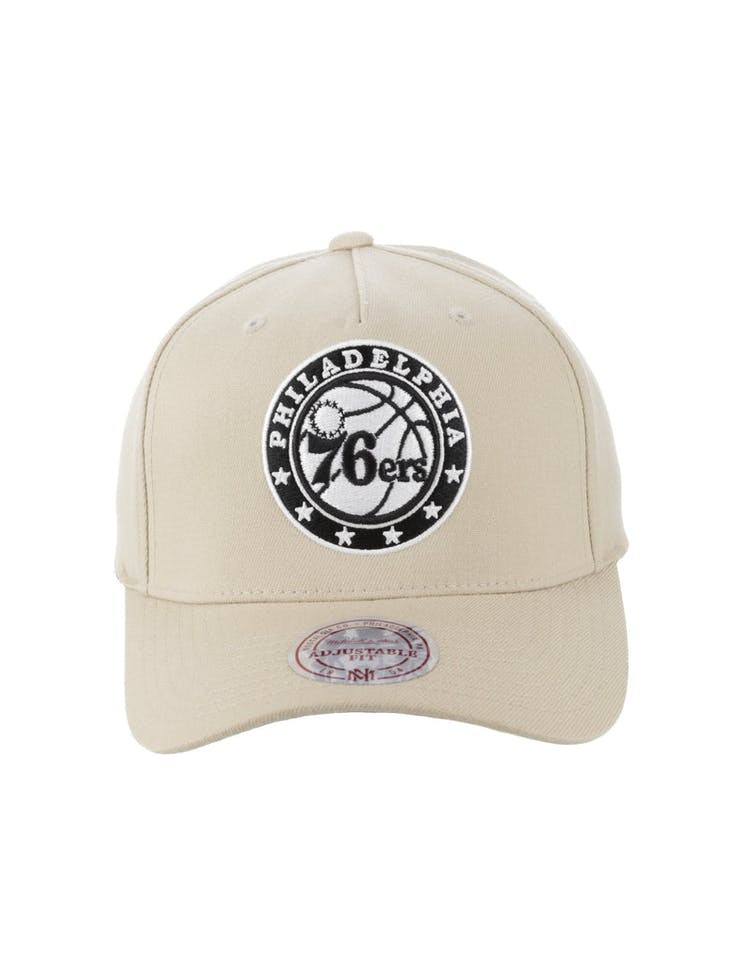 premium selection a78b2 a3978 Mitchell   Ness Philadelphia 76ers 110 Pinch Snapback Tan – Culture Kings