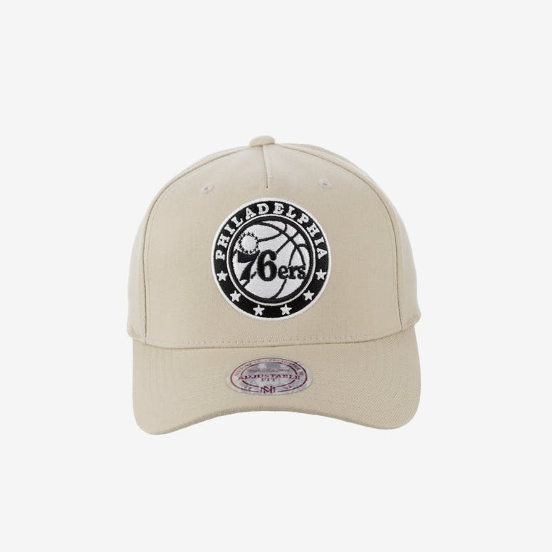 79423c38061 Mitchell   Ness Philadelphia 76ers 110 Pinch Snapback Tan – Culture Kings