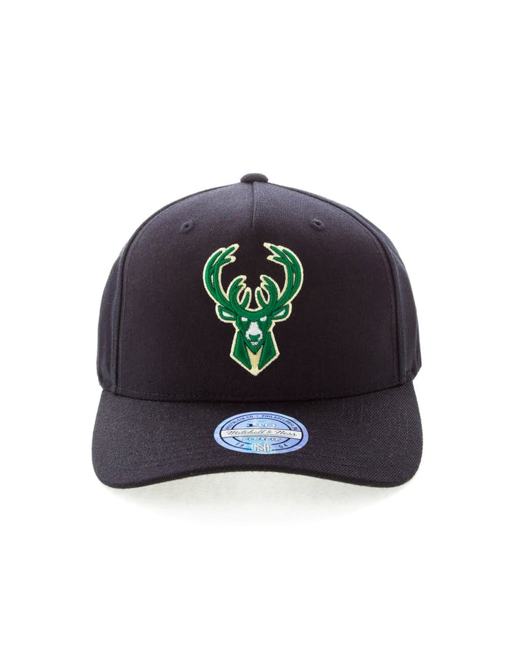 super popular 3afc1 2b3a1 Mitchell   Ness Milwaukee Bucks 110 Pinch Snapback Black
