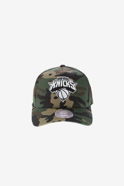 e8027c26355 Mitchell   Ness New York Knicks 110 Pinch Snapback Camo