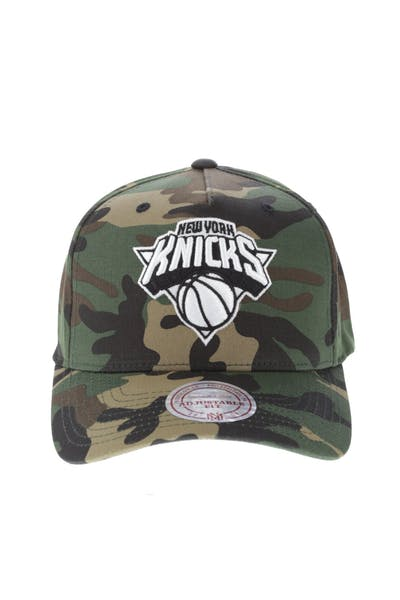 Mitchell & Ness New York Knicks 110 Pinch Snapback Camo