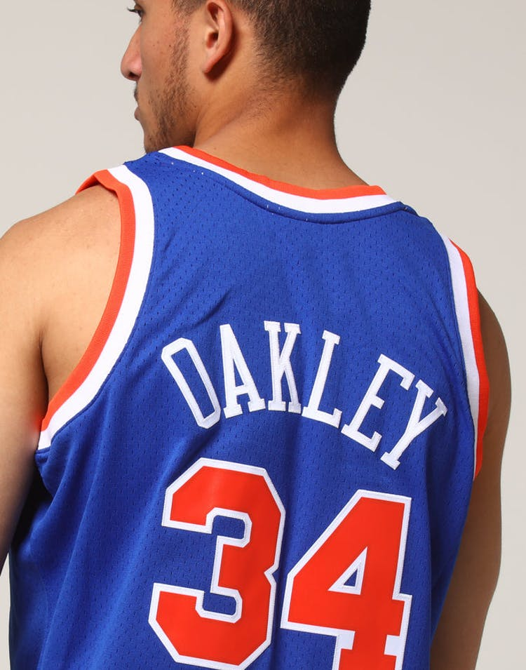 new arrival a7f02 05b57 Mitchell   Ness New York Knicks Charles Oakley  34 NBA Jersey Royal –  Culture Kings