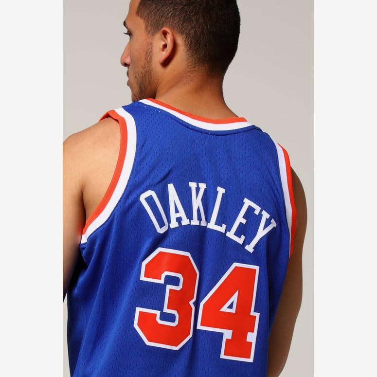 Mitchell   Ness New York Knicks Charles Oakley  34 NBA Jersey Royal –  Culture Kings 17a67eb9a