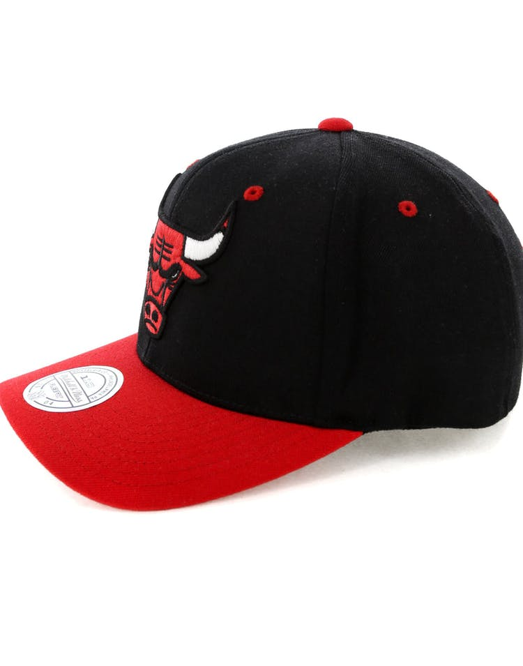 newest collection 28a5b 51fe4 Mitchell   Ness Chicago Bulls Team Logo 2 Tone 110 Snapback Black Red