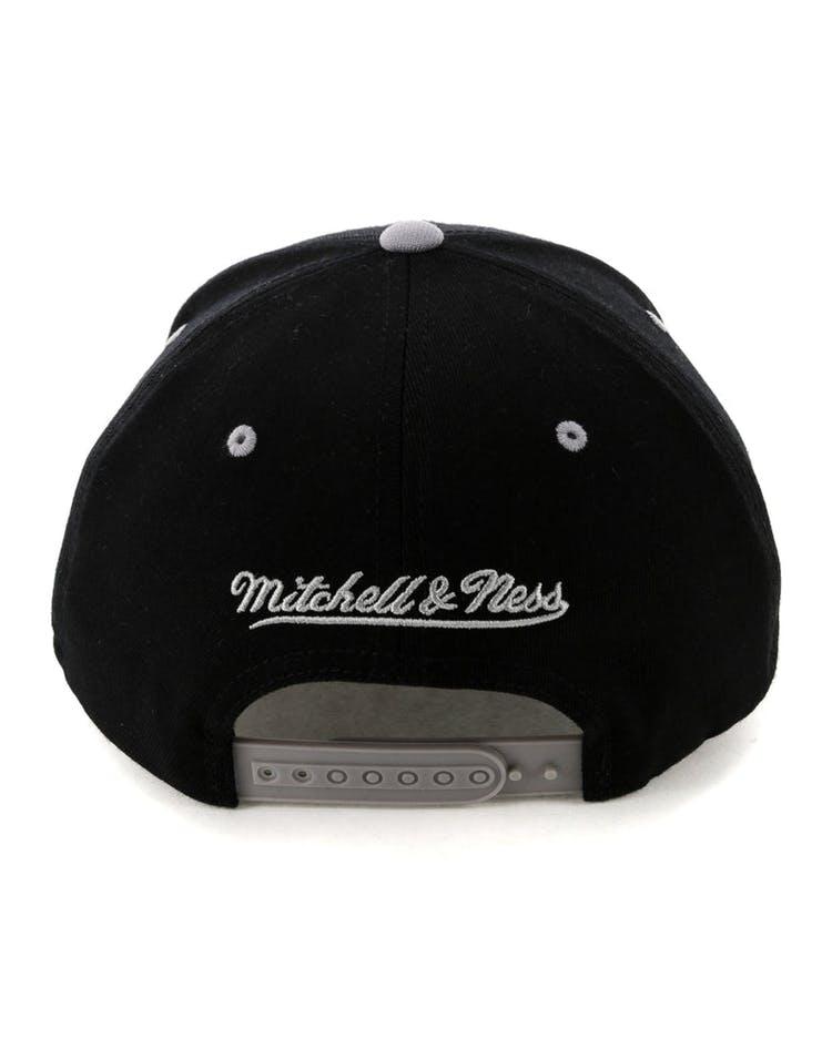 competitive price daead c456b Mitchell   Ness Toronto Raptors Team Logo 2 Tone 110 Snapback Black Grey