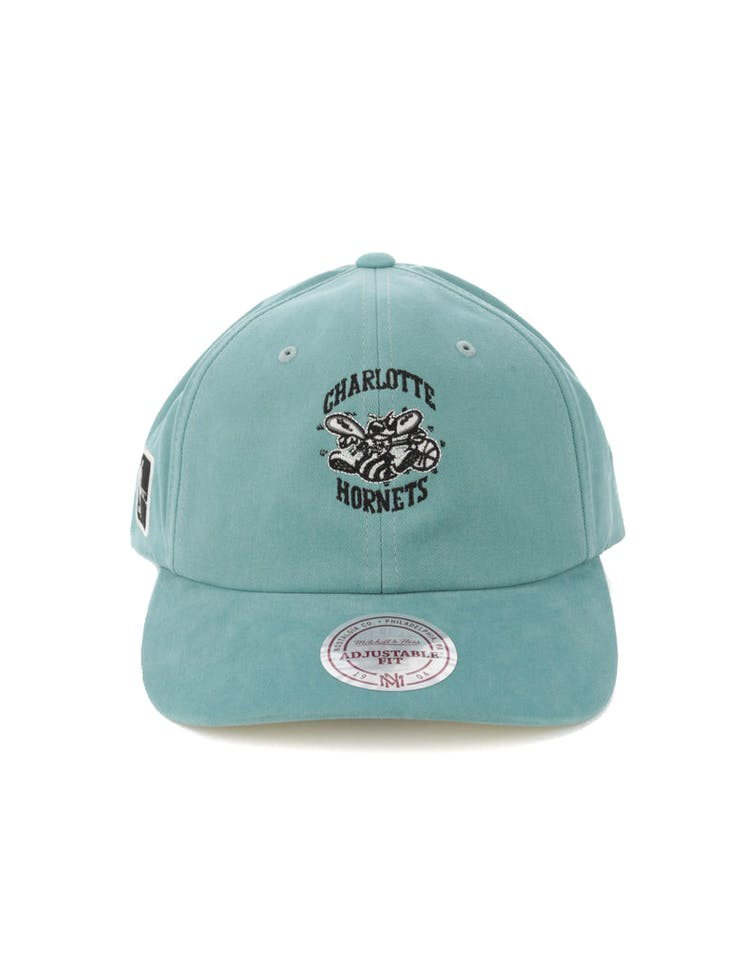 e70e118e794a3 Mitchell   Ness Charlotte Hornets Haze Snapback Teal – Culture Kings