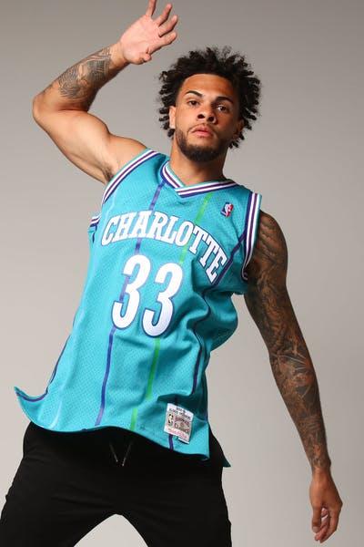 34249e903 Mitchell   Ness Charlotte Hornets Alonzo Mourning  33 NBA Jersey Teal