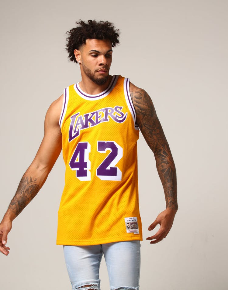 62c251061 Mitchell   Ness Los Angeles Lakers James Worthy  42 NBA Jersey Yellow
