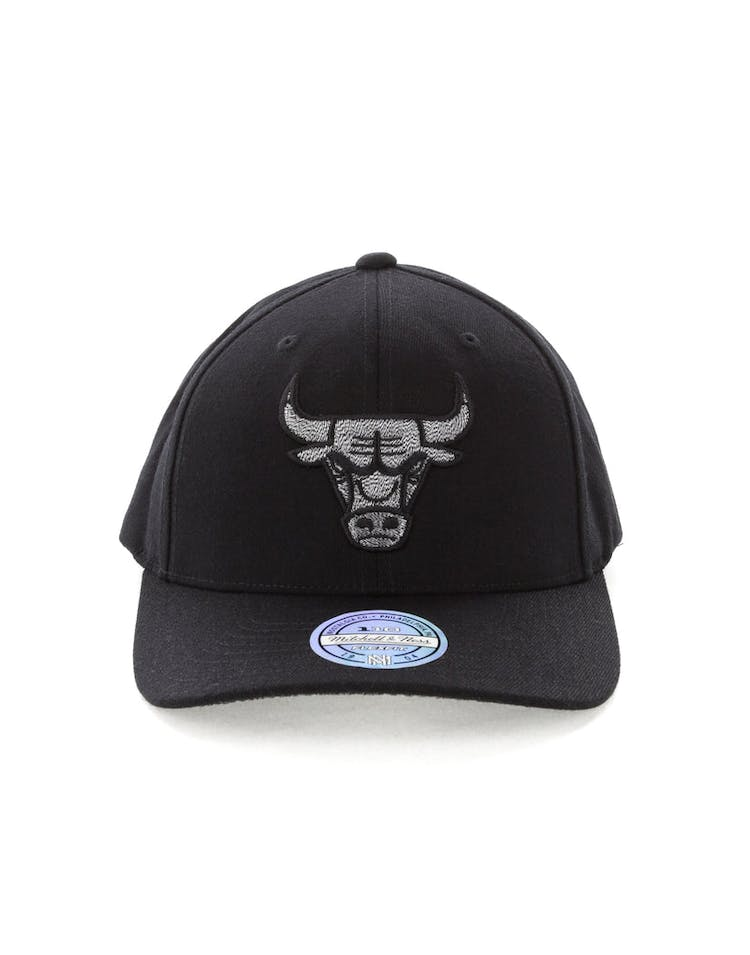 classic fit 5d717 42128 Mitchell   Ness Chicago Bulls Mono Melange Logo Snapback Black – Culture  Kings