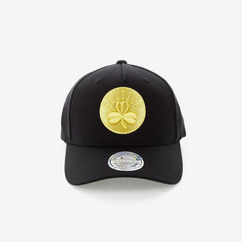 a400cba3af1 Mitchell   Ness Celtics 110 Pinch Panel Snapback Black Gold – Culture Kings
