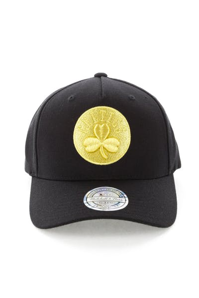 the latest 6aca6 e5816 Mitchell   Ness Celtics 110 Pinch Panel Snapback Black Gold ...