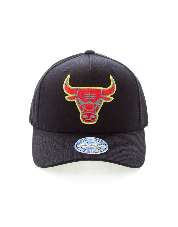 the latest 262cc d2fc0 Mitchell   Ness Chicago Bulls Team 110 Pinch Snapback Black Red Green