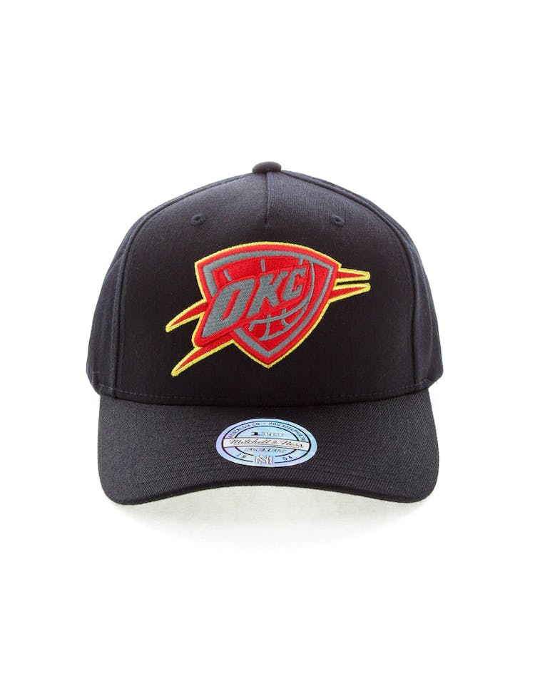 competitive price 05b86 0947b Mitchell   Ness Oklahoma City Thunder Team 110 Pinch Snapback Black Re –  Culture Kings
