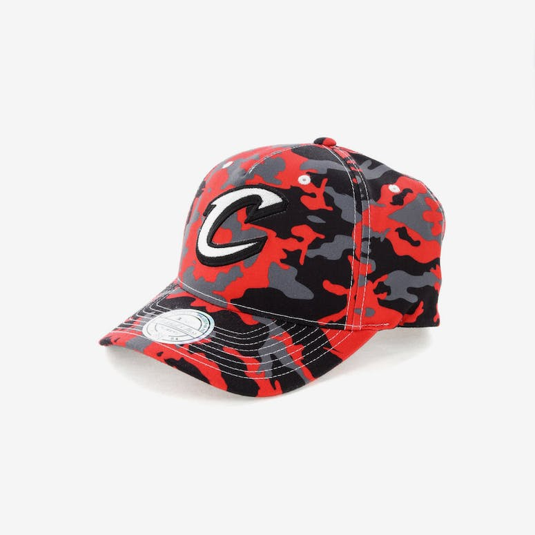 c1a5c58ca2a Mitchell   Ness Cleveland Cavaliers 110 Pinch Panel Snapback Camo Red