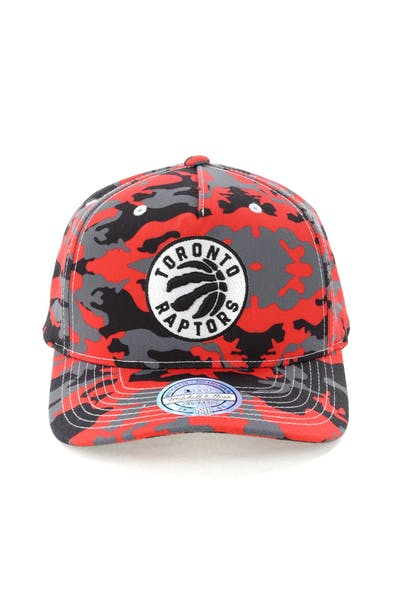 best sneakers 8bfd8 a9e37 Mitchell   Ness Toronto Raptors 110 Pinch Panel Snapback Camo Red