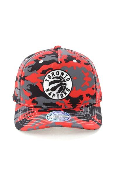 best sneakers 31634 cb192 Mitchell   Ness Toronto Raptors 110 Pinch Panel Snapback Camo Red