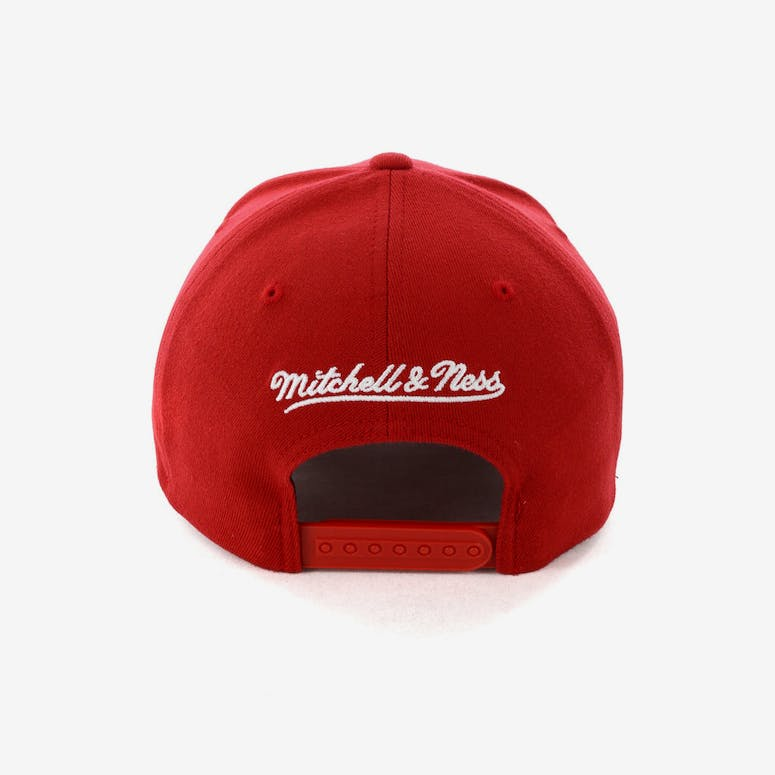 d630756113f Mitchell   Ness Cleveland Cavaliers Pinch 110 Snapback Scarlet – Culture  Kings