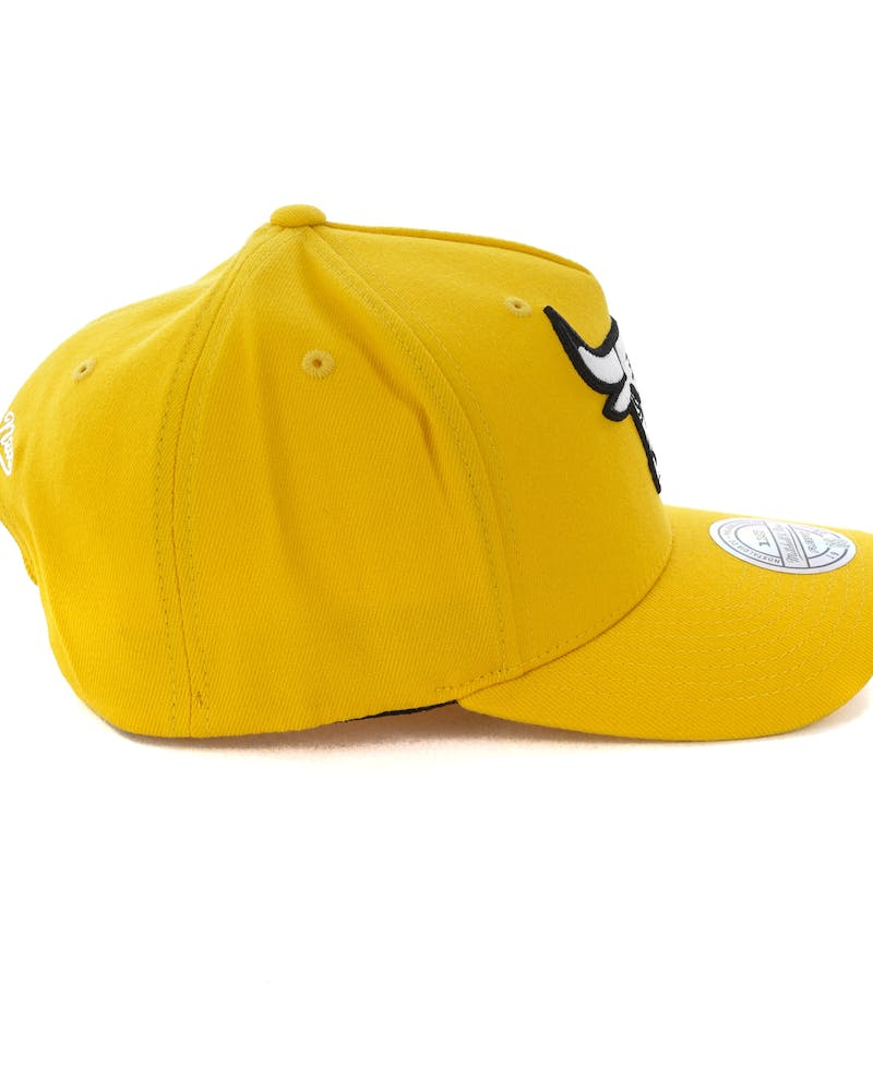 Mitchell & Ness Chicago Bulls Pinch 110 Snapback Yellow