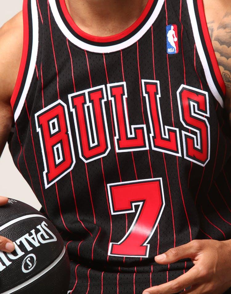 e8dfdf77d1d3 Mitchell   Ness Chicago Bulls Toni Kukoč  7 NBA Jersey Black Red ...