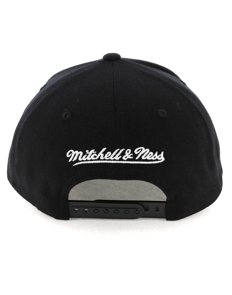 08573b53 Mitchell & Ness Boston Celtics Checkerboard 110 Pinch Snapback Black ...