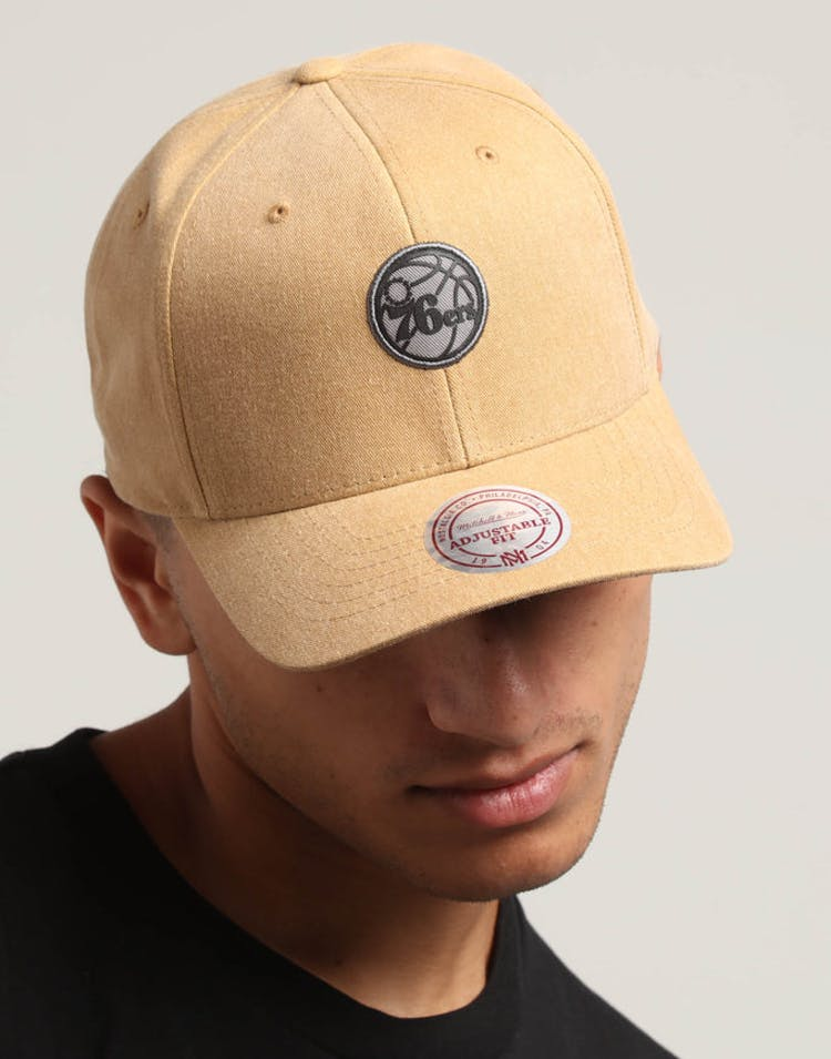 02002e2fb18f Mitchell   Ness Philadelphia 76ers The Washed Heather Snapback Brown –  Culture Kings