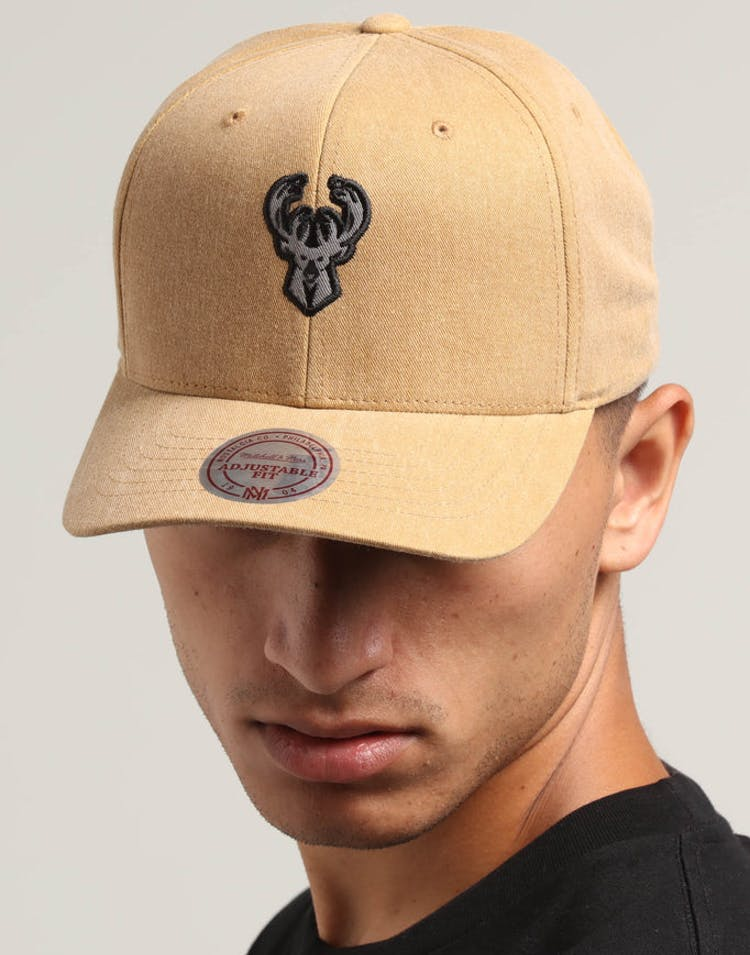 1420b44f33aacc Mitchell & Ness Milwaukee Bucks The Washed Heather Snapback Brown – Culture  Kings