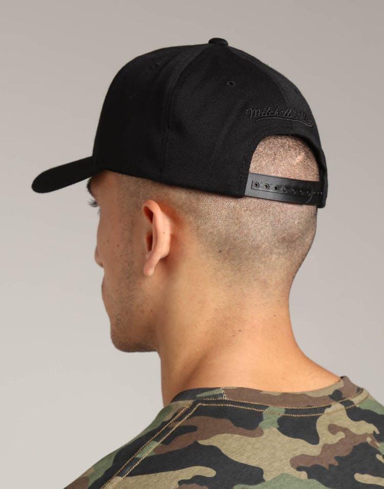 designer fashion c26e7 b2c13 Mitchell   Ness Toronto Raptors Metal 110 Pinch Snapback Black