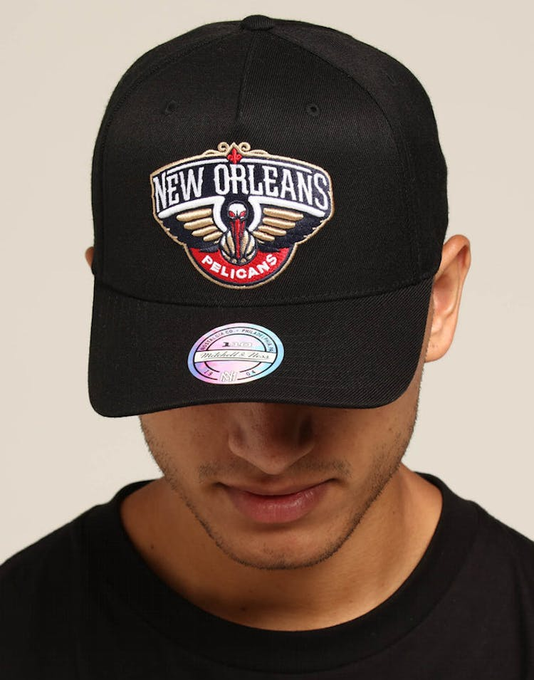 wholesale dealer d08b5 db60b Mitchell   Ness New Orleans Pelicans Team 110 Pinch Snapnback Black –  Culture Kings