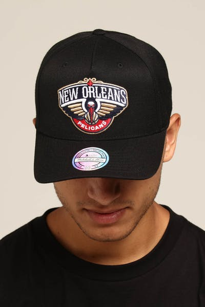 innovative design ac67c fea96 Mitchell   Ness New Orleans Pelicans Team 110 Pinch Snapnback Black