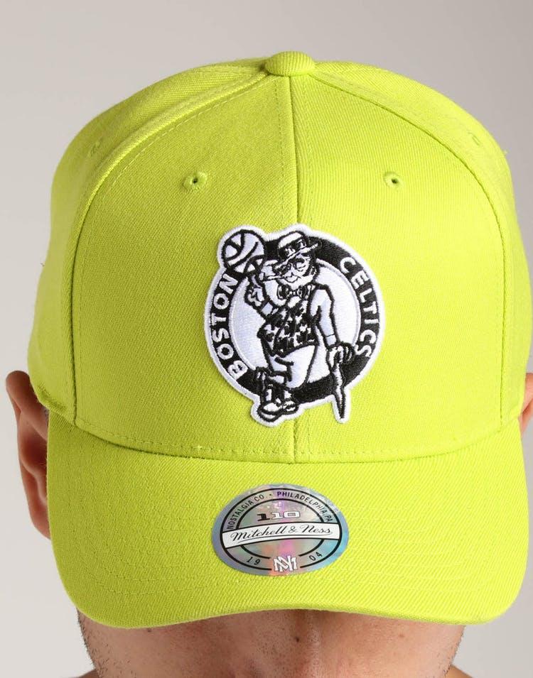 uk availability 13b8e 691e5 Mitchell   Ness Boston Celtics 110 Pinch Snapback Green