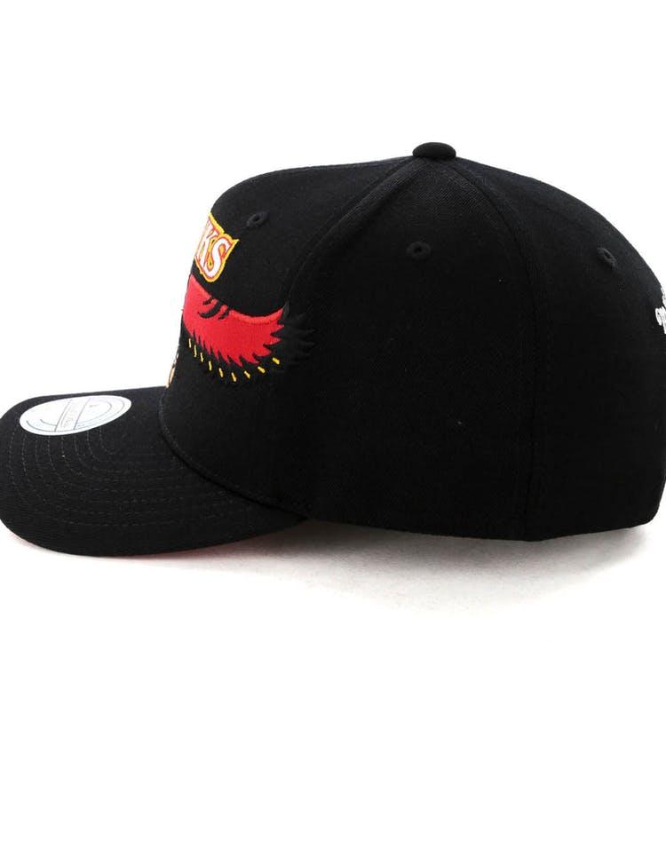 half off 0b566 5d8fd Mitchell   Ness Atlanta Hawks Jersey Logo 110 Snapback Black Red
