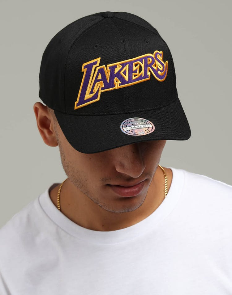 b16dfad0ab0db Mitchell   Ness Los Angeles Lakers Jersey Logo 110 Snapback Black Yell –  Culture Kings