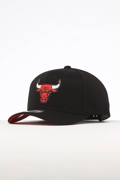 7b28b79eb142f Mitchell   Ness Chicago Bulls Chrome Logo Snapback Black