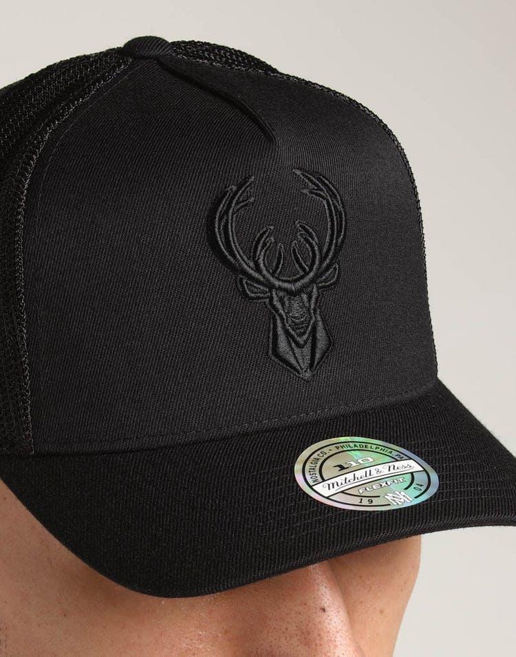 best website e4637 b8546 Mitchell   Ness Milwaukee Bucks 110 Snapback Trucker Black Black