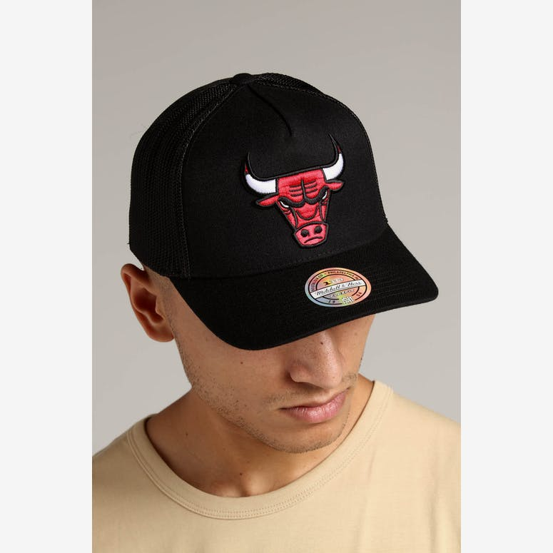 9d1ecd0e44da4 Mitchell   Ness Chicago Bulls 110 Snapback Trucker Black – Culture Kings