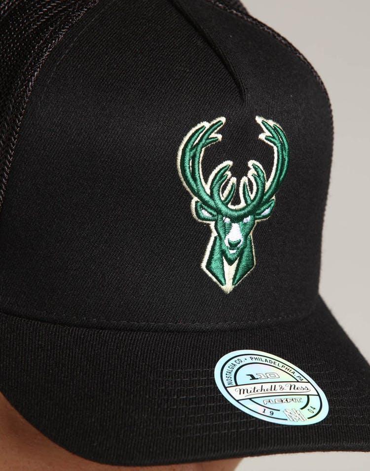 hot sale online 81910 04308 Mitchell   Ness Milwaukee Bucks 110 Snapback Trucker Black