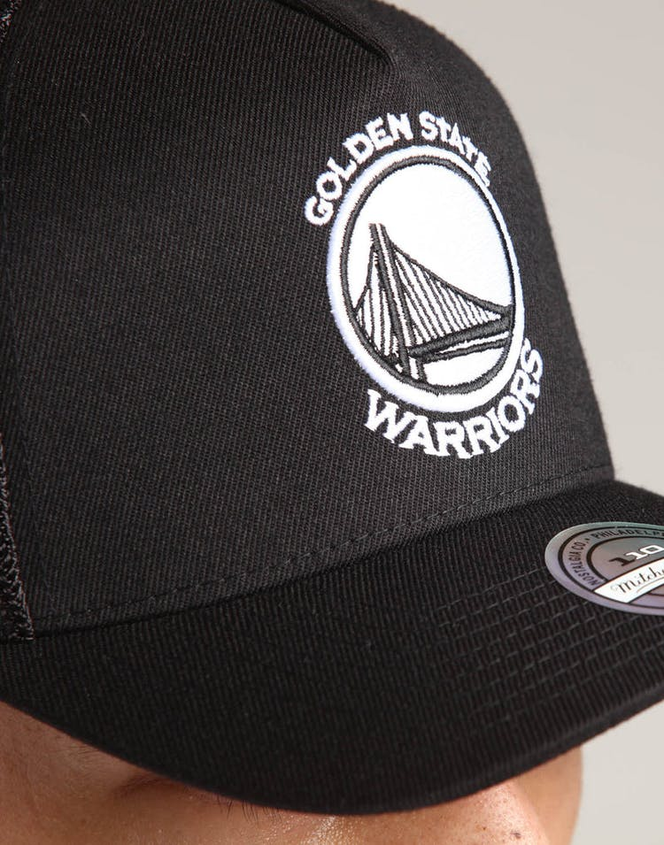 058553cf Mitchell & Ness Golden State Warriors 110 Snapback Trucker Black/White