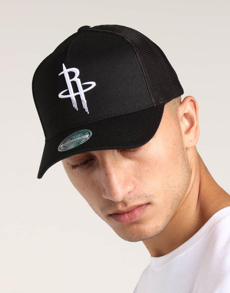 finest selection dd5f2 f18d7 Mitchell   Ness Houston Rockets 110 Snapback Trucker Black White – Culture  Kings