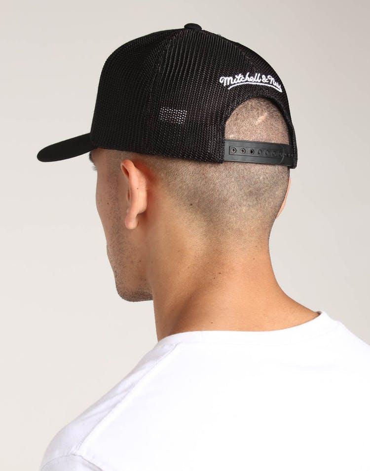 promo code 3c613 16e73 Mitchell   Ness Los Angeles Lakers 110 Snapback Trucker Black White