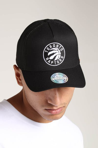 finest selection 7c89c 1f496 Mitchell   Ness Toronto Raptors 110 Snapback Trucker Black White ...