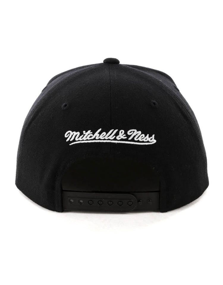 ec5779c1d6a Mitchell   Ness Los Angeles Lakers Logo High Crown Snapback Black Yellow