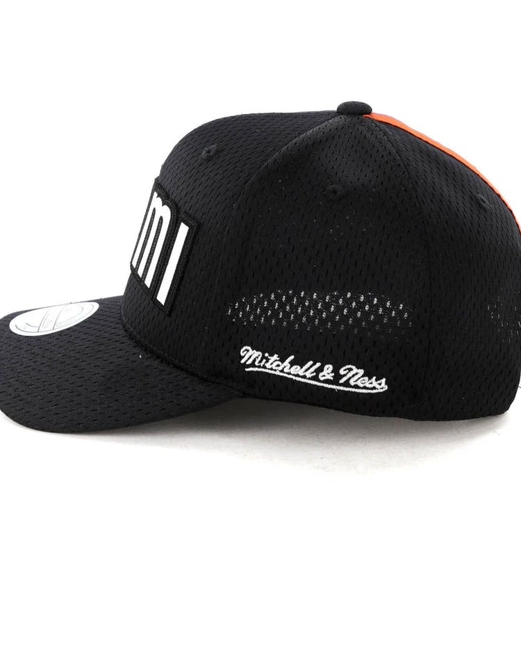 check out 4d953 5d98b Mitchell   Ness Miami Heat Icon 110 Snapback Black White