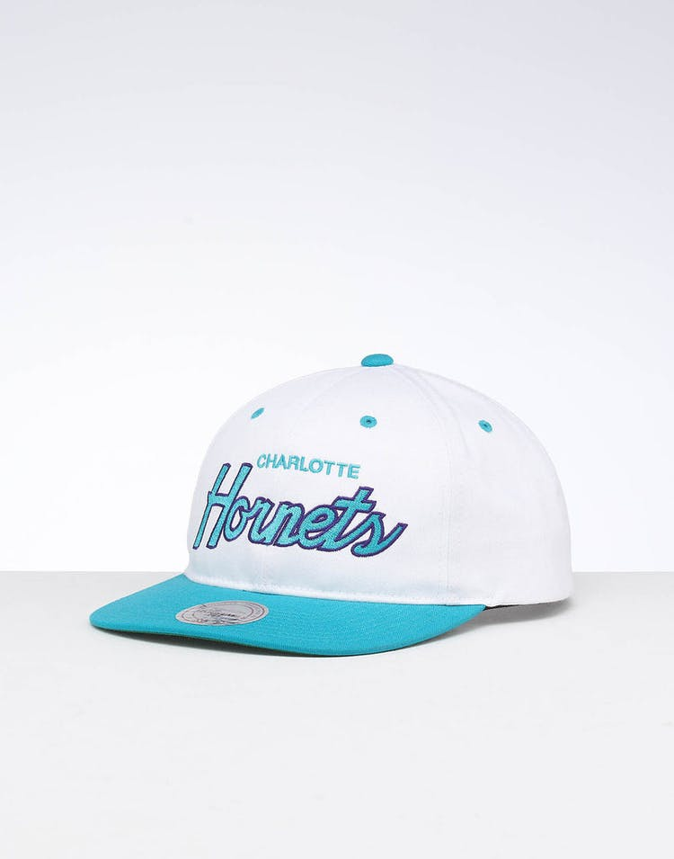 purchase cheap 963a3 6e4ed Mitchell   Ness Charlotte Hornets Deadstock Snapback White Teal – Culture  Kings