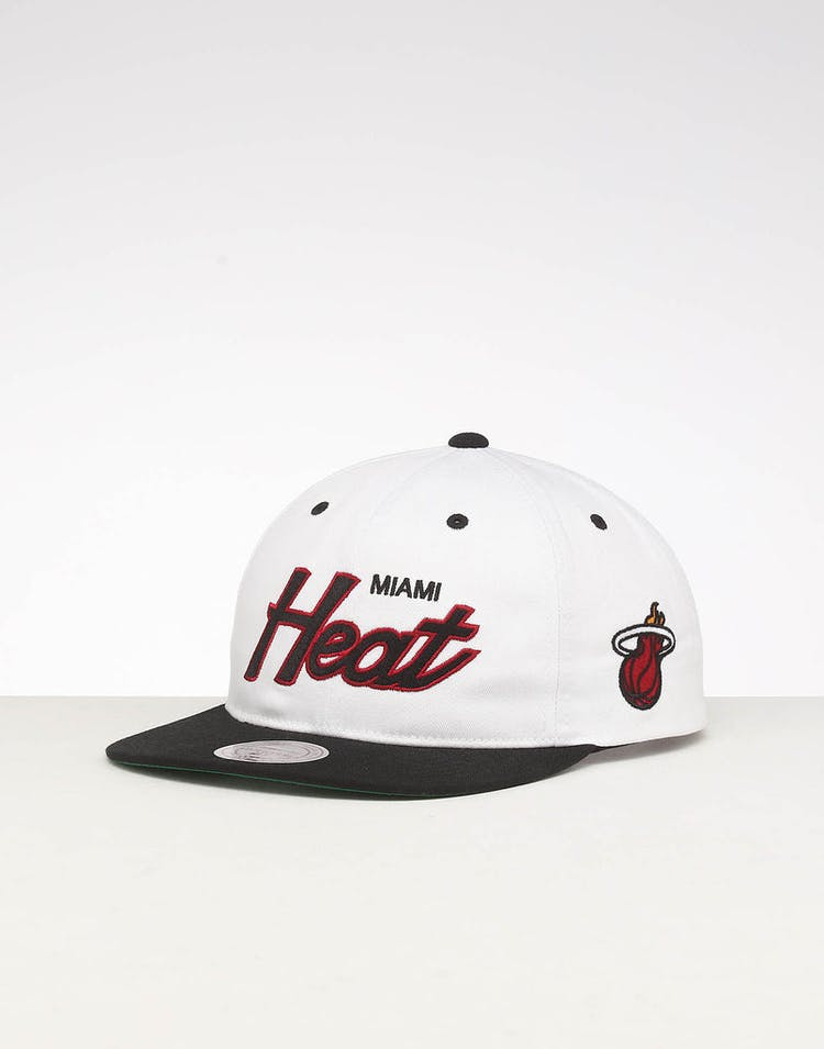 size 40 d7693 67261 Mitchell   Ness Miami Heat Deadstock Snapback White Black – Culture Kings